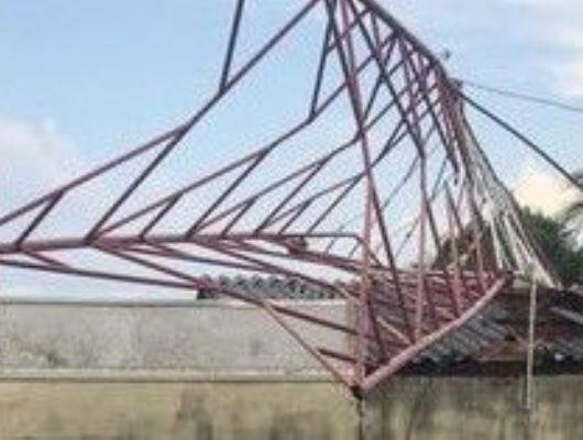 Vendaval derruba torre de rádio e provoca destruição em Campo Verde (Crédito: Reprodução - Mega FM)