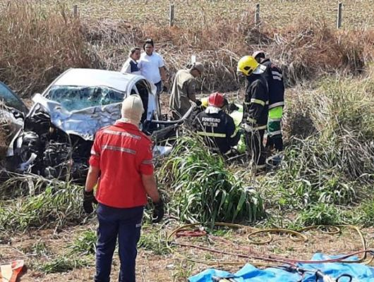Um morre e 4 ficam feridos em colisão envolvendo HB20 e carreta na BR-163 (Crédito: Só Notícias - Lucas Torres)