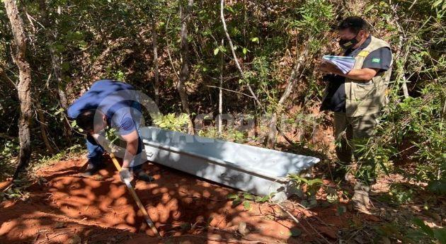 Corpo de mulher desaparecida é encontrada em cova rasa e com mãos amarradas (Crédito: Franthescolly Gomes - TV Cidade Record)