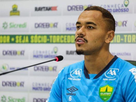 Papagaio do Cuiabá comemora primeiro gol: