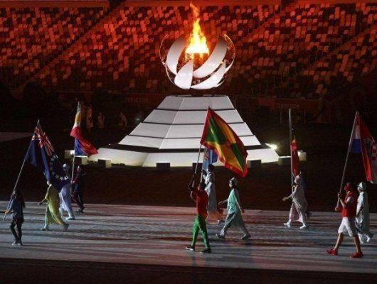 Tóquio encerra histórica Olimpíada durante pandemia e passa bastão a Paris