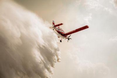 Bombeiros estão trabalhando 24h por dia para controlar incêndio florestal no Pantanal