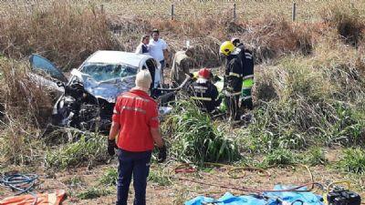 Um morre e 4 ficam feridos em colisão envolvendo HB20 e carreta na BR-163