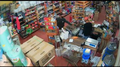Câmeras flagram ação de bandidos durante assalto em loja no centro de Chapada dos Guimarães