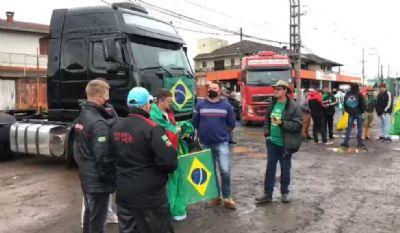 Em nota, associação diz que não apoia movimento de caminhoneiros pró-Bolsonaro