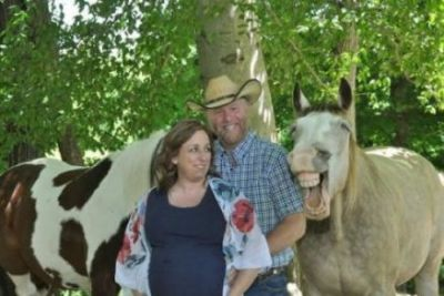 Foto de cavalo sorrindo em ensaio de maternidade viraliza na Internet