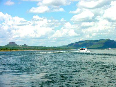 Mulher é encontrada morta após cair de barco e desaparecer no Lago de Manso